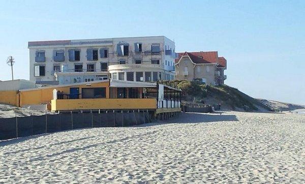 Пляж размыло
