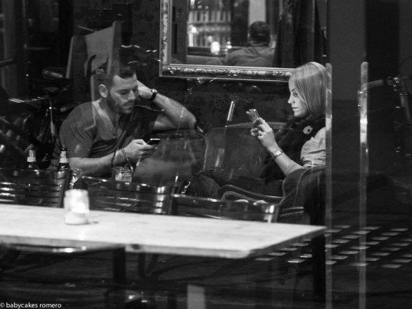 Мобильники убивают общение