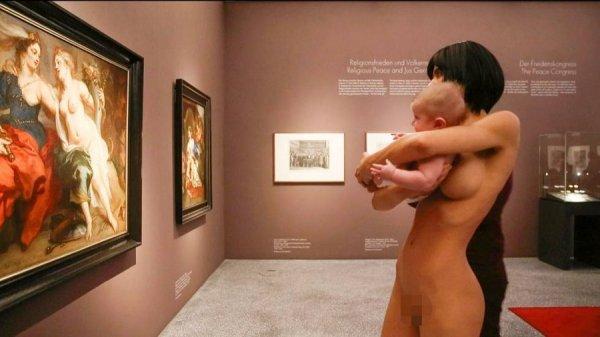 фото выставка голых девушек и женщин