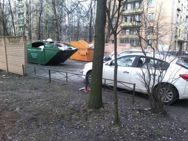 Машина на пути к мусорке