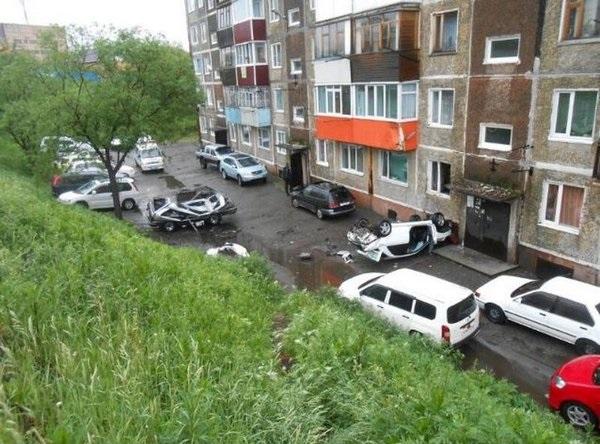 Машина влетела в балкон