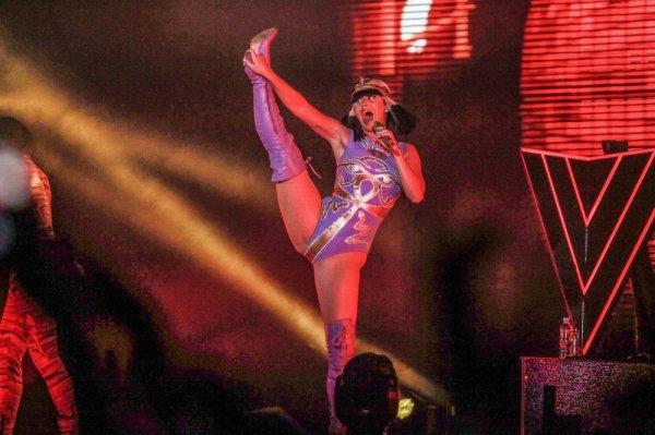 Гимнастка Katy Perry