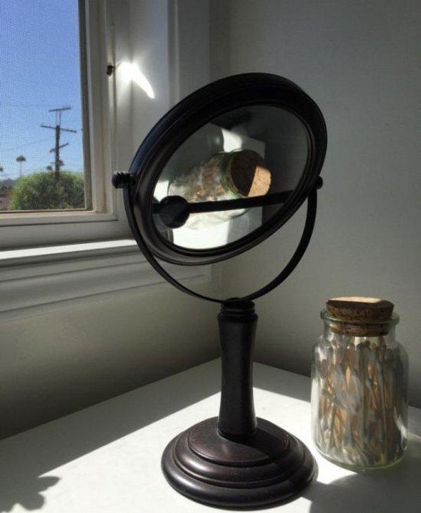 Зеркало у окна