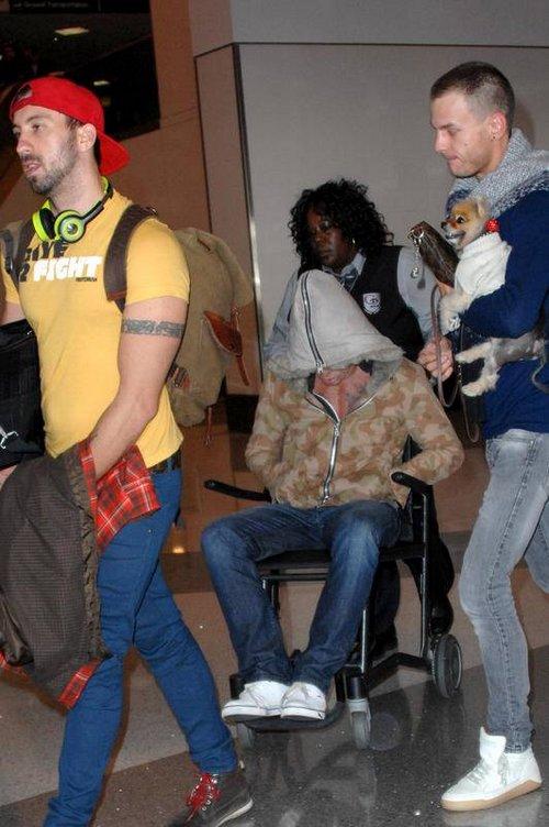Микки Рурк в инвалидном кресле