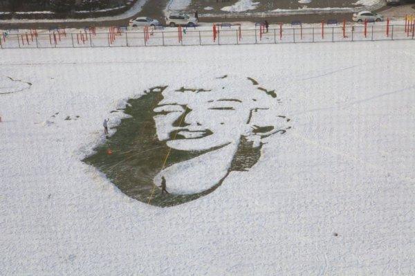 Монро на снегу