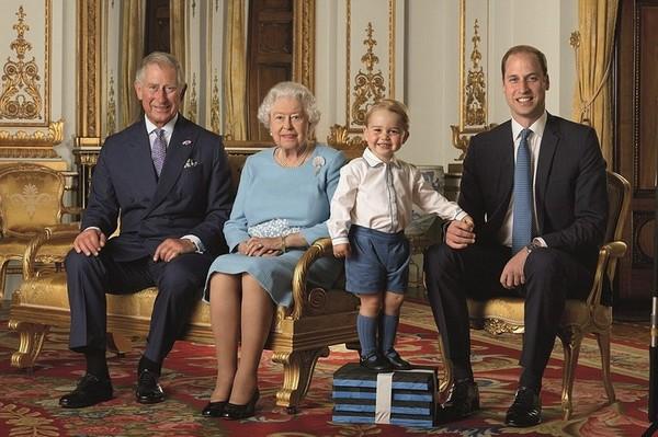 4 поколения королевской династии Виндзоров