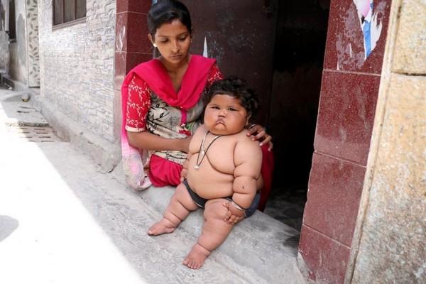 8-месячная девочка из Индии