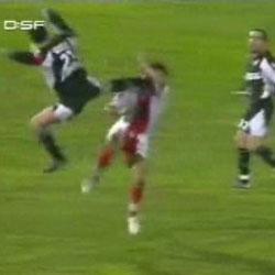 Футбол - Удар ногой по голове  - Видеоприколы