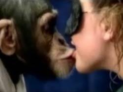 Поцелуй с обезьяной