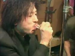 Он съел живого осьминога